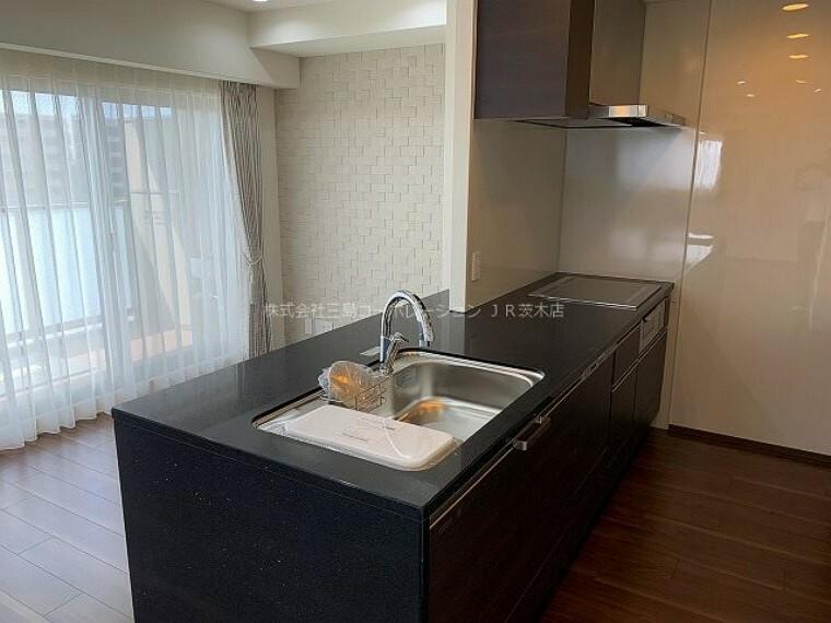 キッチン 高級感漂うキッチン、後片付けに嬉しい食洗機や火を使わないIHコンロ、カップボード新設しました!
