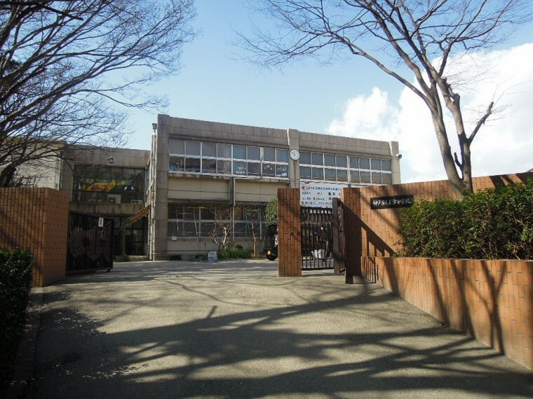 中学校 【中学校】玉津中学校まで855m