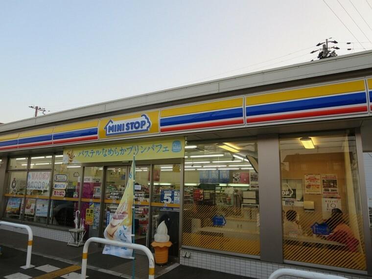 コンビニ 【コンビニエンスストア】ミニストップ 神戸玉津町店まで418m