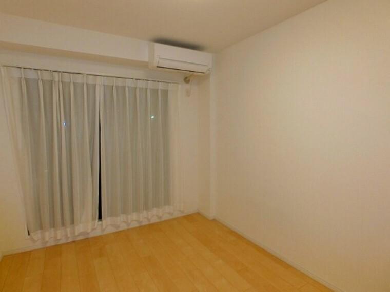【居室】6畳洋室。2室からバルコニーへ出入りができます!