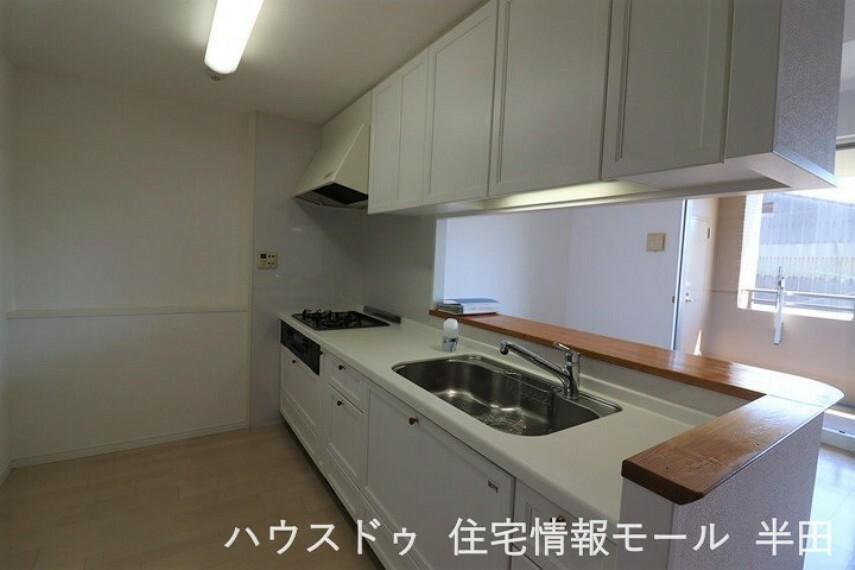 キッチン 白基調のおしゃれなキッチン
