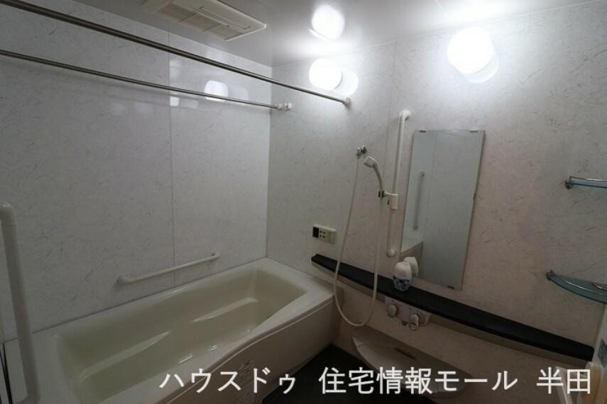 浴室 ゆったりスペースのシステムバスルーム