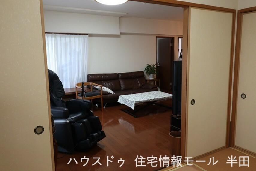 和室 リビング隣の6帖の和室は趣のある安らぎ空間、閉めれば独立した居室になります。