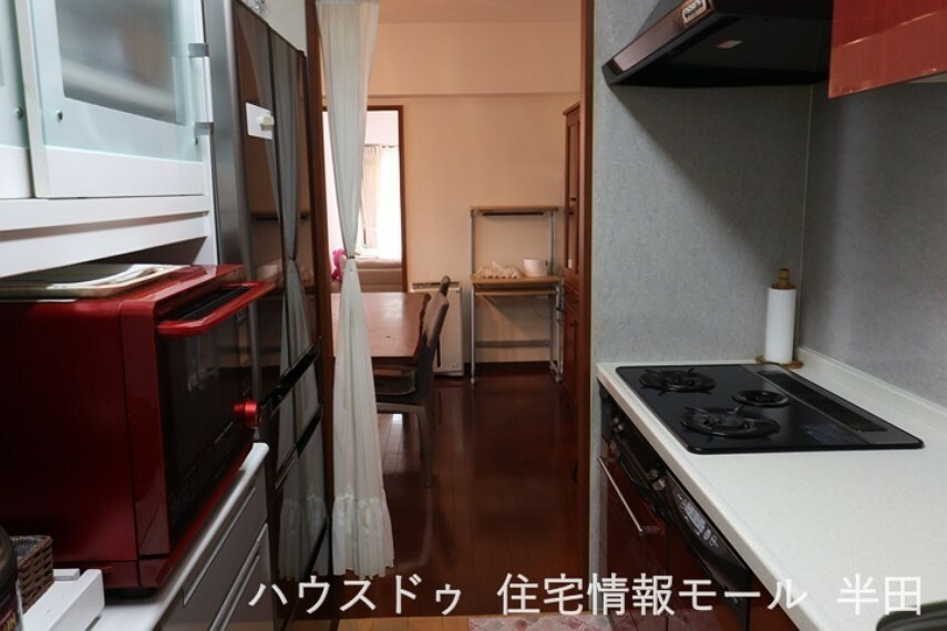 キッチン 収納が多く、調理台の広いキッチン