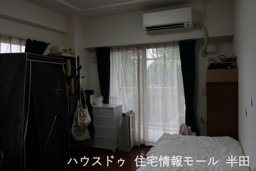 洋室 8.4帖洋室 2面採光のある開放的なお部屋 主寝室にいかがでしょうか。