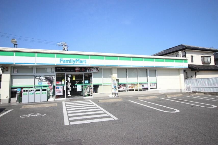 コンビニ ファミリーマート桐ヶ丘店