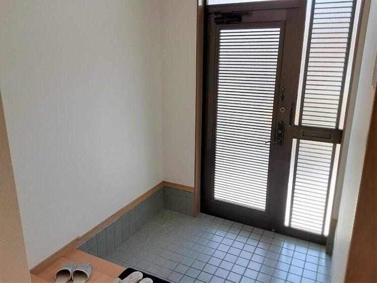 玄関 広々としており、とても開放的な玄関です