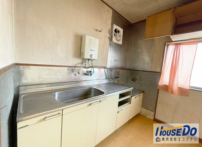 キッチン 壁付けキッチンで、 お部屋のスペースを無駄なく活用できます  集中してお料理できますね!