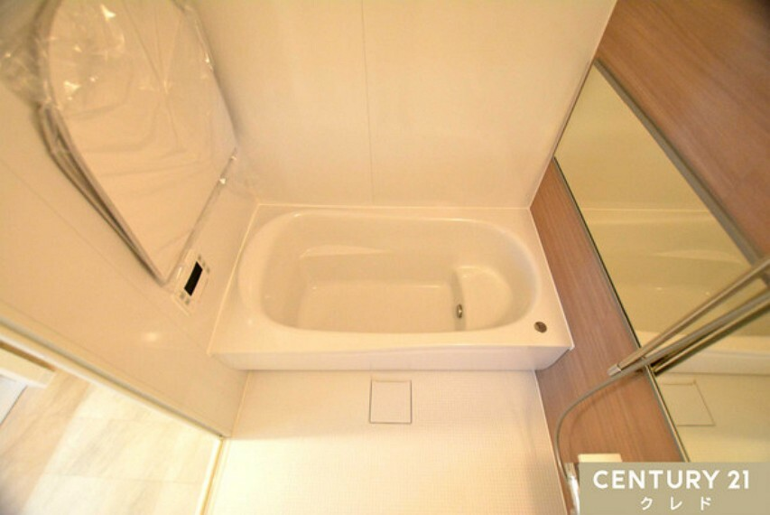 浴室 浴室は足を伸ばしてゆったりくつろげる1坪超!お子様とゆっくり入浴もしていただけます!バスタイムをゆっくり寛ぐことで一日の疲れをすっきり癒すことができそうです。