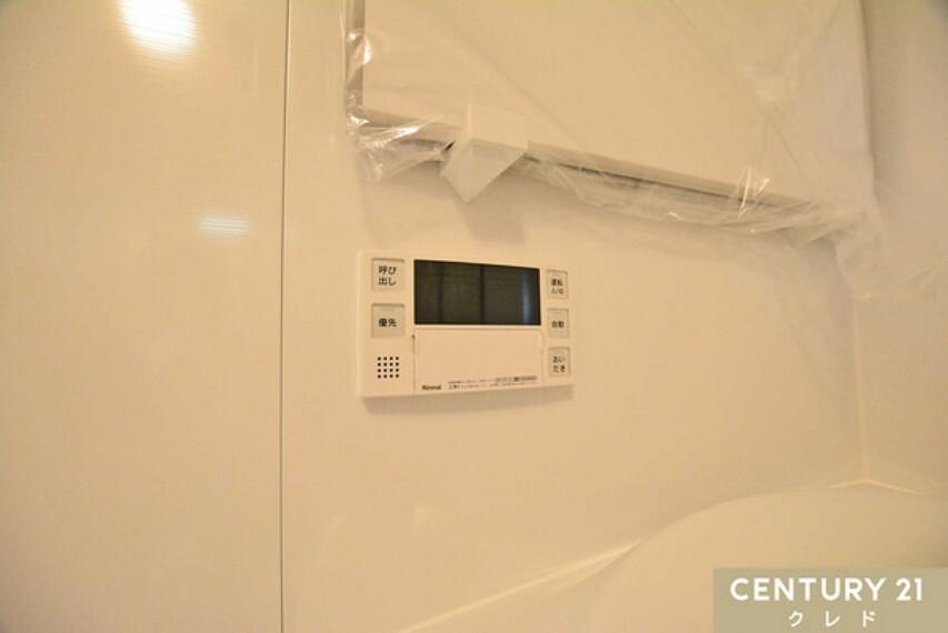 浴室 給湯器リモコン。追い焚きや呼び出しボタンなど便利な機能付!足し湯や、湯沸し予約もできます!