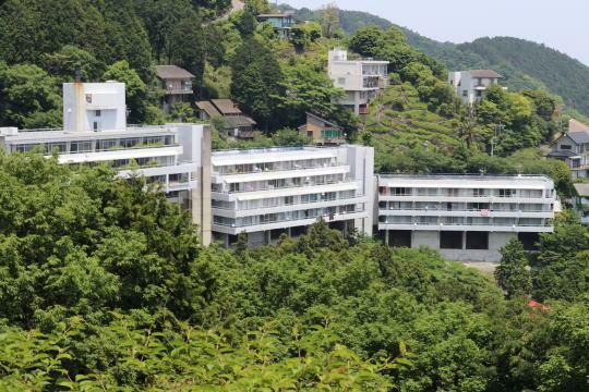 外観写真 熱海自然郷別荘地内に建つリゾートマンション