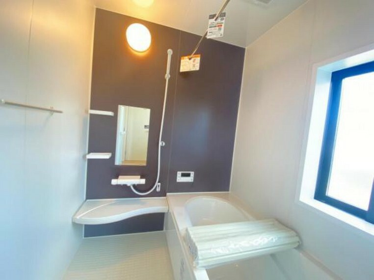 同仕様写真(内観) <同仕様写真>浴室暖房乾燥機付きのバスルームは保温性に優れ浴槽内はベンチ付きなので半身浴や親子一緒に入浴が楽しめます!