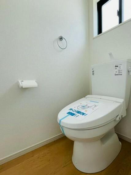 <同仕様設備>ウォシュレットなど多機能が付いたお手入れしやすい快適なトイレ!