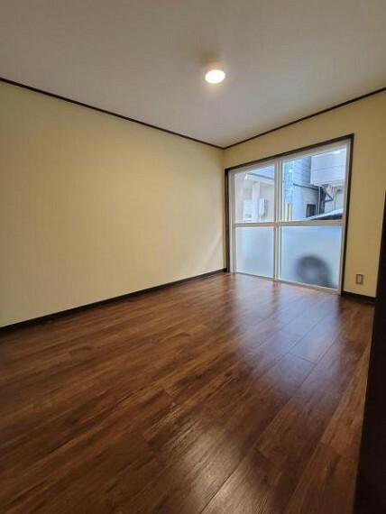 寝室 洋室:シンプルなお部屋は自分好みのアレンジが可能です!