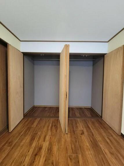 収納 洋室:たっぷりと収納できるスペースがうれしい!