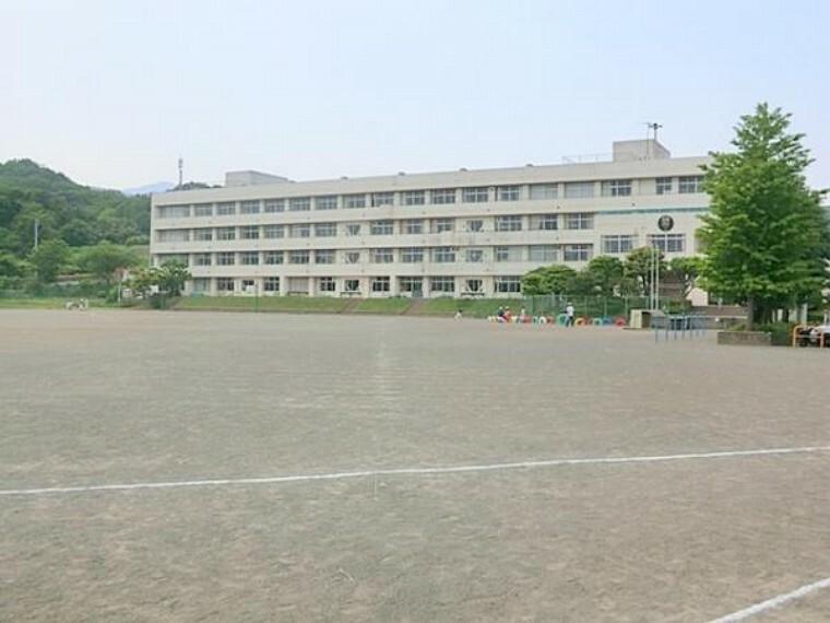 小学校 伊勢原市立緑台小学校 1400m