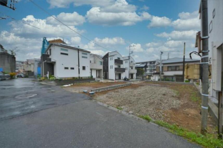 現況写真 現在、更地です。京急本線『井土ヶ谷』駅徒歩16分、平坦です。