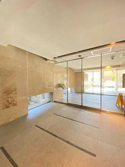 エントランスホール 暮らしに開放感を感じる、様々な工夫が施された快適なマンションライフを