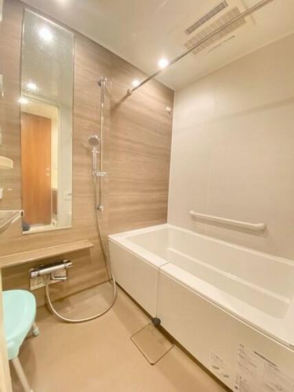 浴室 バスルームの様子です。落ち着いた雰囲気のゆったりとした浴室で一日の疲れを癒しましょう