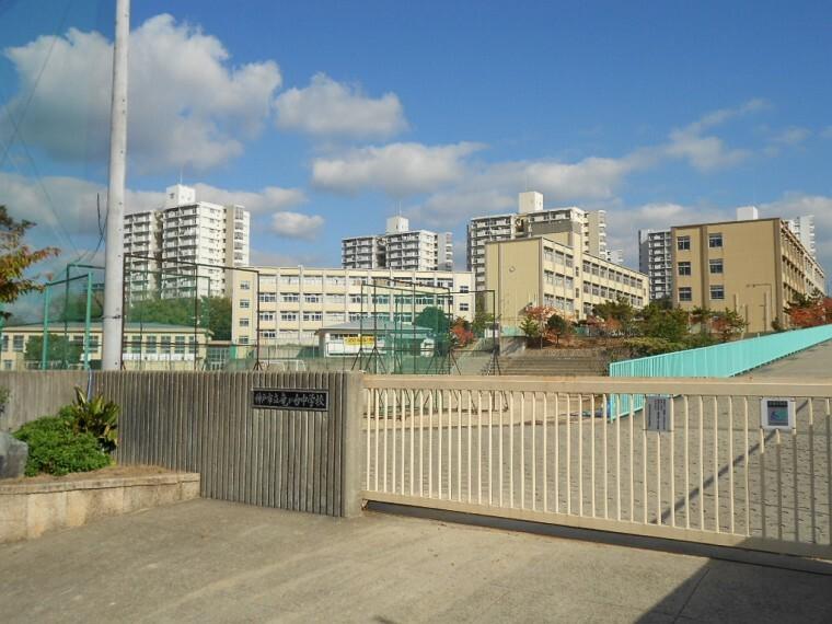 中学校 【中学校】竜が台中学校まで430m