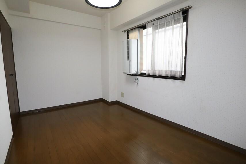 洋室 玄関横の5.3帖の洋室