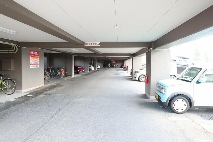 駐車場 嬉しい屋根有りの駐車場