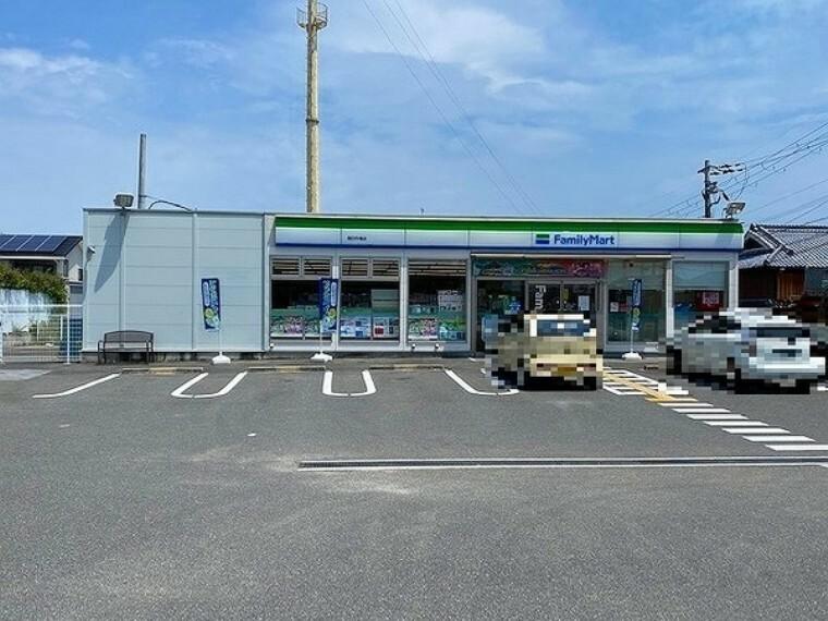 コンビニ ファミリーマート高田市場店