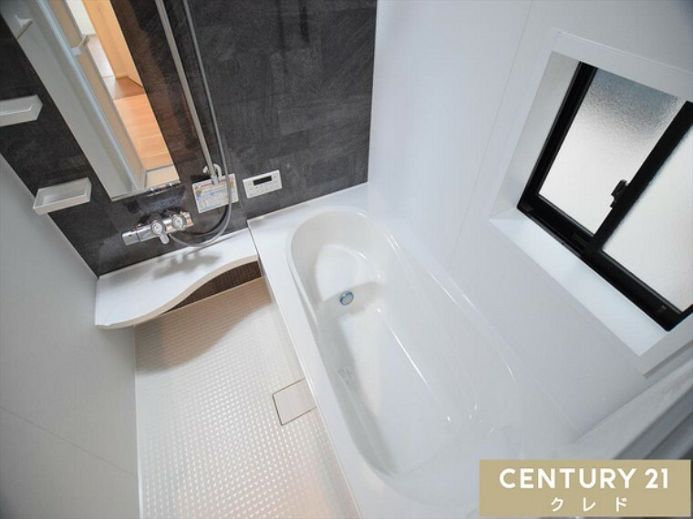 浴室 一日の疲れを癒すための心地よいバスタイム! 浴室はゆとりあるサイズで家族みんなで入ることもできますね!