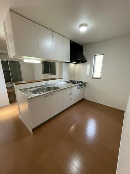 キッチン カウンターキッチンなのでお料理をしながらリビングを眺めることができます!