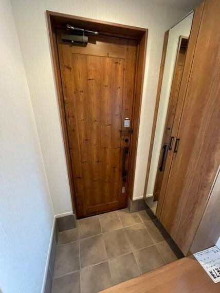 玄関 木を基調とした温かみのある玄関スペース! シューズボックスもございます!