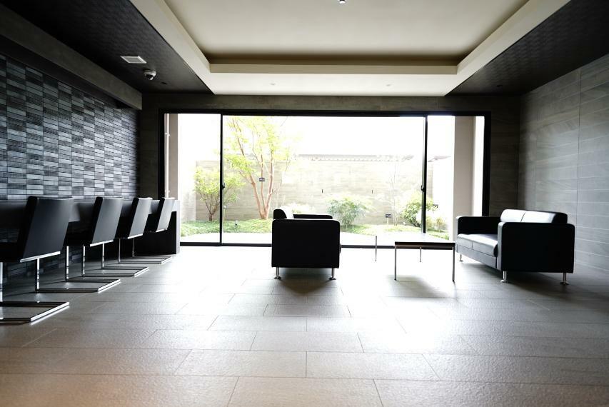 エントランスホール ゆとりのある空間でお客様をお出迎えするエントランスホール