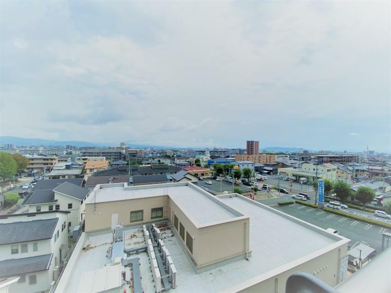 眺望 前面に建物が建っていないため、ベランダからは開放的なパノラマ眺望が望めます!