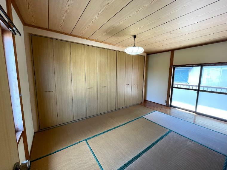 和室 2階和室、収納豊富!