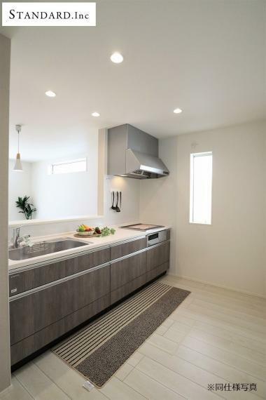 キッチン 【同仕様写真】システムキッチン・シングルレバー混合水栓・IHクッキングヒーター・床下収納