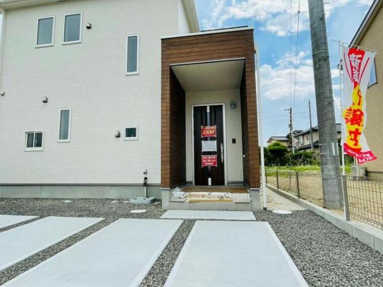 【同仕様設備】玄関ドアはピッキング対策に優れる2ロック式。家族を守るためのセキュリティ対策も安心です!