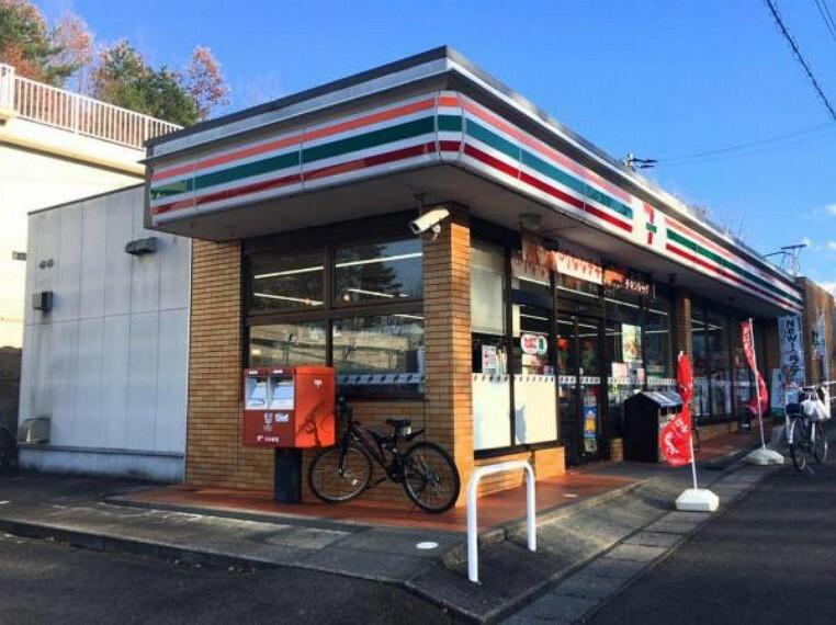 コンビニ セブンイレブン福島清水町店 車6分【車通りが多い場所ですが駐車場が二箇所に分かれていて停めやすいです。】