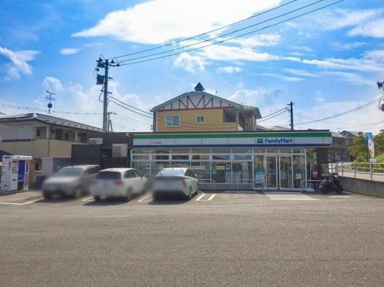 コンビニ ファミリマートタウン蓬莱店 車5分【十字路沿いにありどこからでも入りやすい店舗です!】