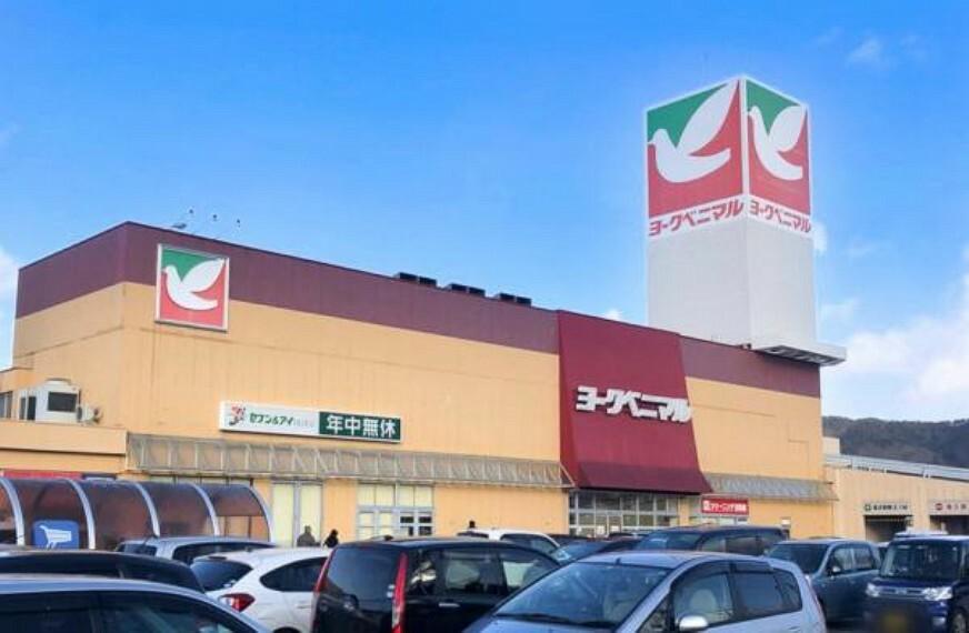 スーパー ヨークベニマル南福島店 車10分【4号線からもアクセスしやすく、店舗内も食料品だけではなく衣料品も多く並んでいます。おいしいパン屋さんもあります!営業時間:9時半~22時】