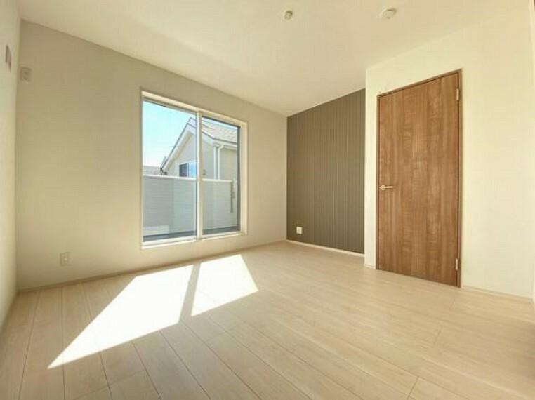 洋室 各居室に収納スペースがありお部屋がスッキリ