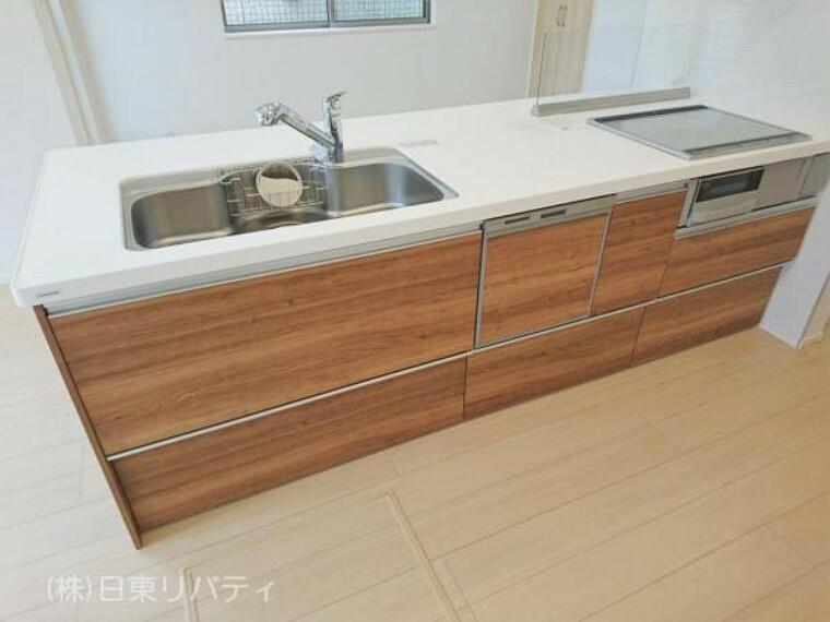 キッチン 食洗機・浄水機能付水栓を完備したオープンキッチン。