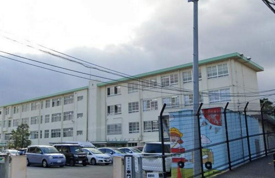 小学校 笹丘小学校まで、徒歩12分(900M)で、1キロ圏内でお子様の通学には丁度いい距離ですよ。