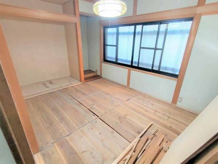 和室 【リフォーム中】1階北側の和室は洋室に間取り変更します。現在の押し入れの位置には1間のクローゼットを新設予定です。