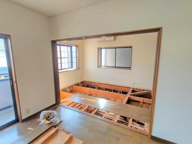 洋室 【リフォーム中】2階洋室を繋いでいた建具は撤去して、壁を新設します。独立した2部屋としてお使いいただけます。