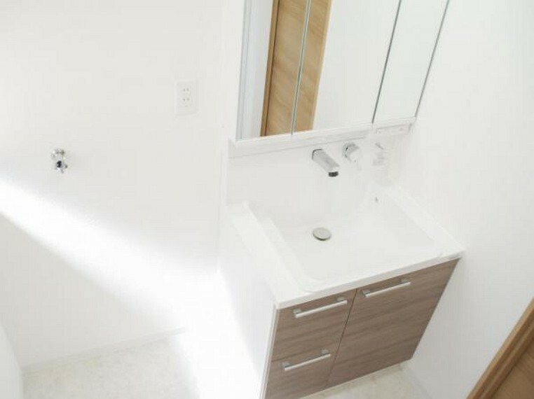 洗面化粧台 【同仕様写真】洗面化粧台はハウステック製の三面鏡タイプに変更予定です。