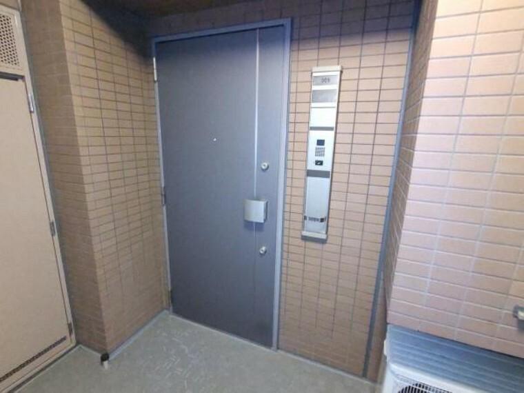 玄関 【現在リフォーム中】玄関ドアはクリーニングを行います。