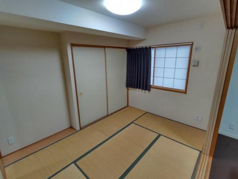 【現在リフォーム中】和室は畳の表替えを行います。イグサの香る心地の良い空間に仕上げます。お昼寝等家族でくつろぐ空間にいかがでしょうか。