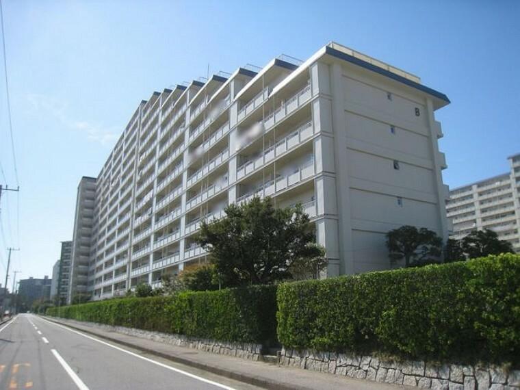 外観写真 ~東建検見川マンションB棟~新規リノベーション済の為、すぐにお住まいになれます。