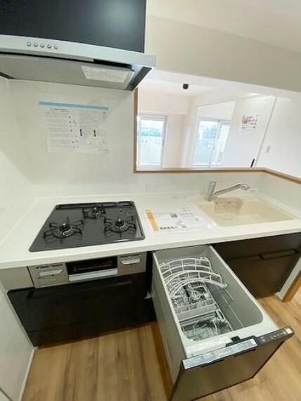 キッチン スタイリッシュなキッチンには、あると嬉しい食洗器付です。