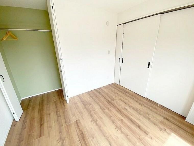 洋室 リビング横の洋室です。リビングとつなげてみたり、仕切ってみたりと、ライフスタイルに合わせてフレシキブルに使用できます。