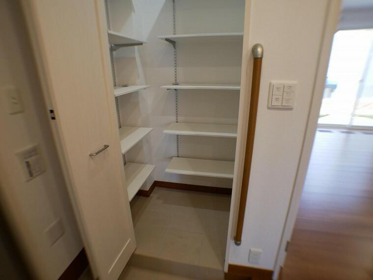 参考プラン完成予想図 【施工事例】玄関横シューズクローク ベビーカーやアウトドア用品も収納できます。